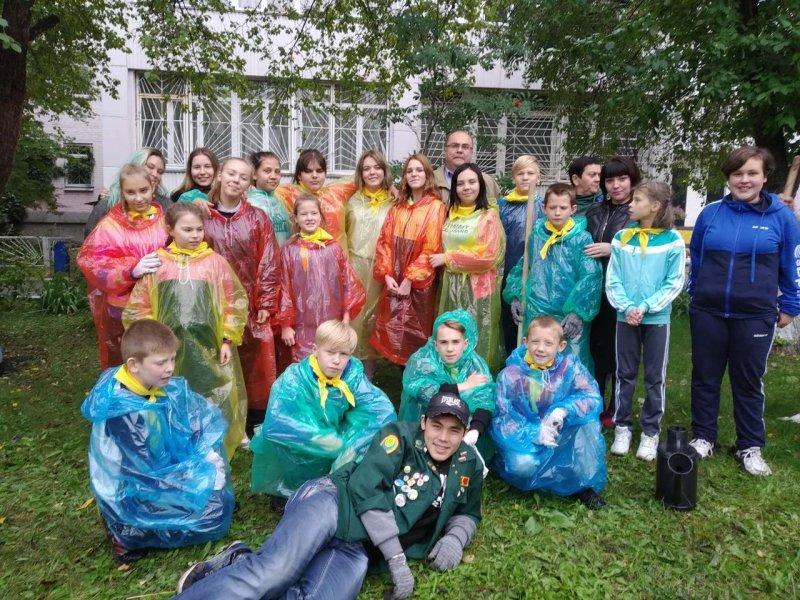Студенты ЮУрГАУ посадили деревья с детьми из реабилитационного центра