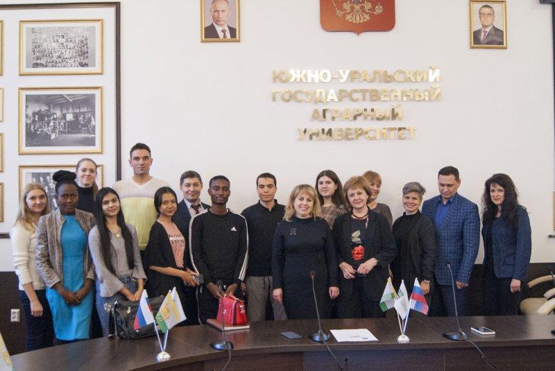 В ЮУрГАУ вручили студенческие билеты иностранным гражданам – слушателям подготовительного отделения